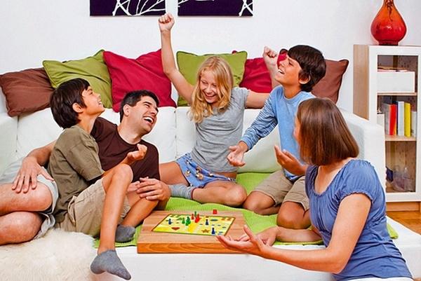 Во что поиграть всей семьей?
