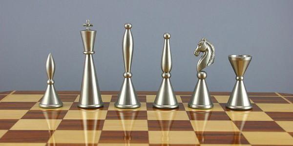 Где играть с живыми людьми в шахматы онлайн?